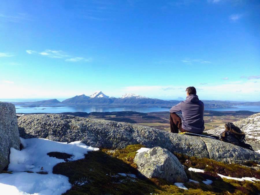 reiseblogger norwegen 6 - Ein Reiseblogger am Fjord in Norwegen