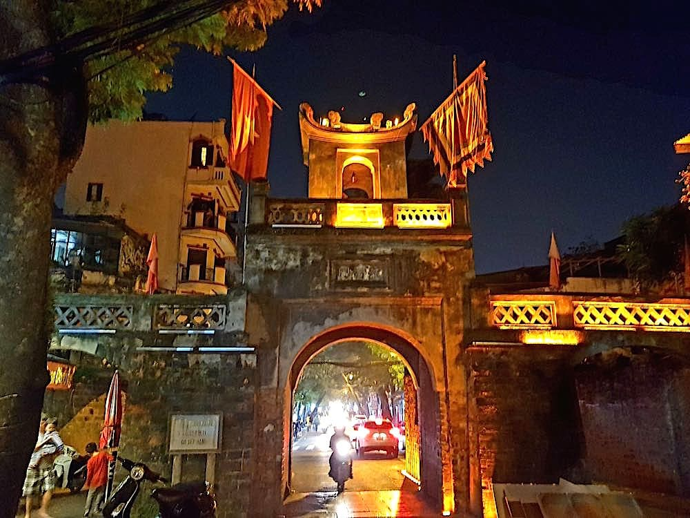 hanoi altstadt torbogen - Hanoi in Vietnam: Liebe auf den dritten Blick