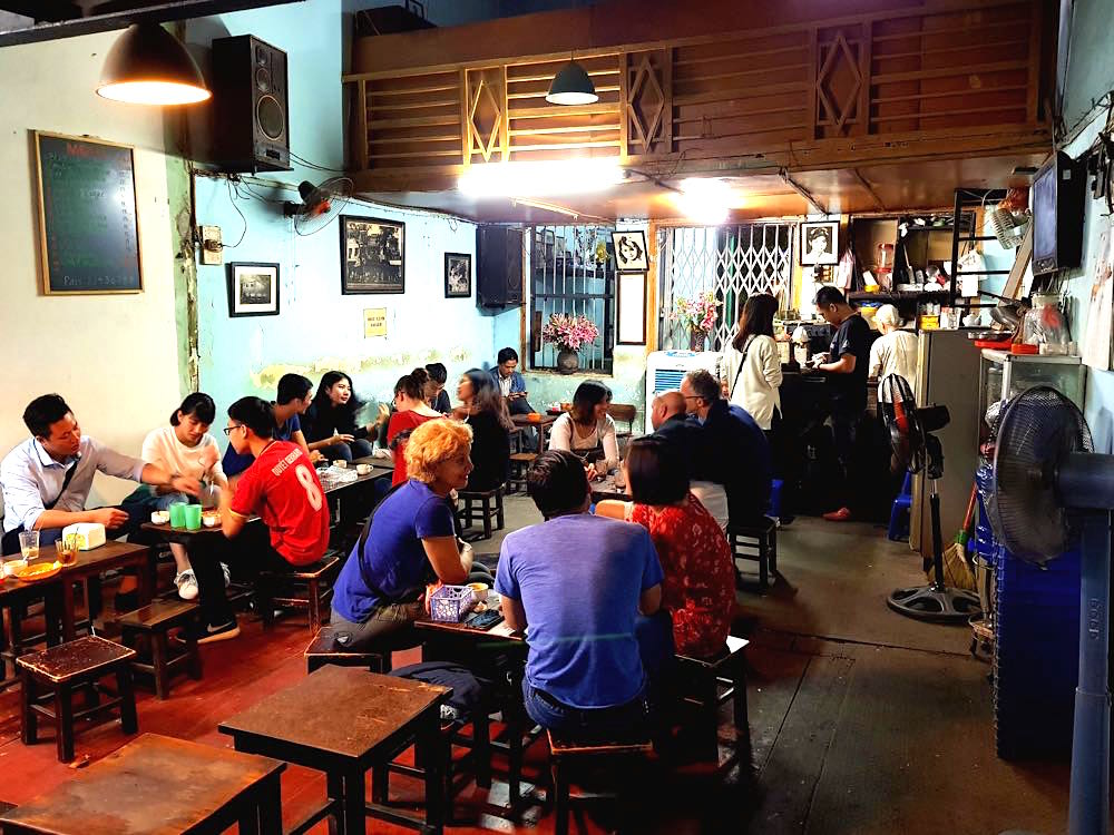 hanoi dinh cafe innen - Hanoi in Vietnam: Liebe auf den dritten Blick