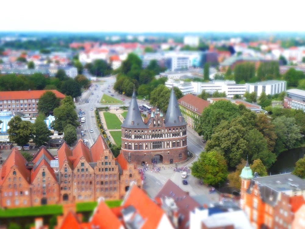 luebeck holstentor roadtrip urlaub 3 - Roadtrip durch Ostdeutschland - Infos & Tipps