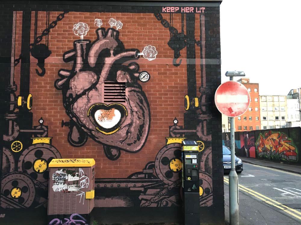belfast murals peace wall sehenswuerdigkeiten 1 - Belfast: Murals, Peace Wall, Titanic Museum