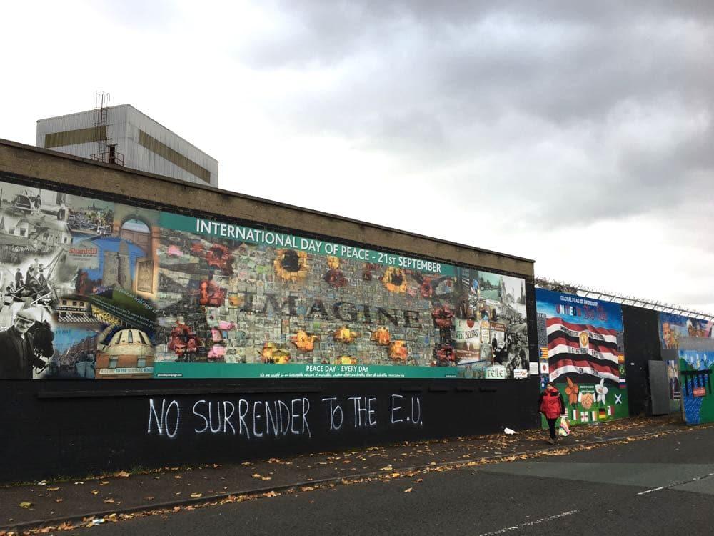 belfast murals peace wall sehenswuerdigkeiten 16 - Belfast: Murals, Peace Wall, Titanic Museum