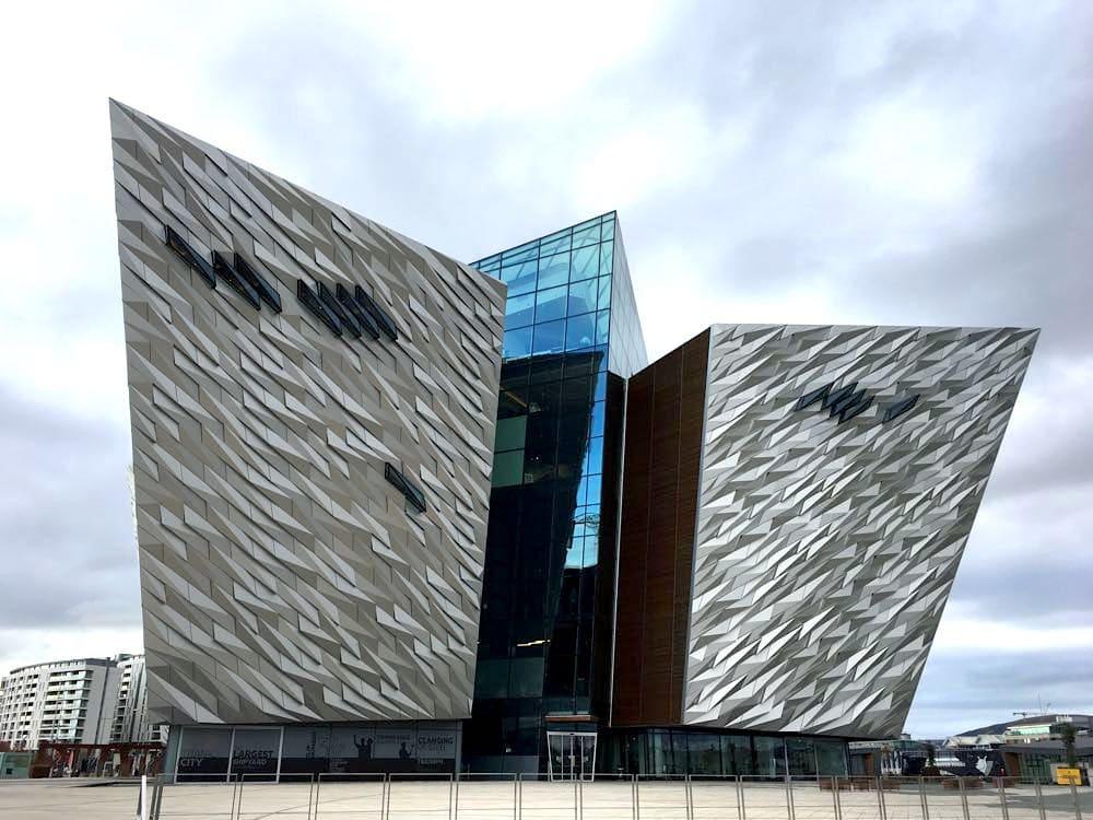 nordirland sehenswürdigkeiten tipps 29 - Belfast: Murals, Peace Wall, Titanic Museum
