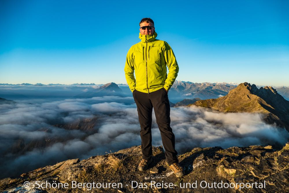 marmot alpinist jacket blogger mario huebner schoenebergtouren - 12 Outdoor-Blogger zeigen ihre Regenjacke