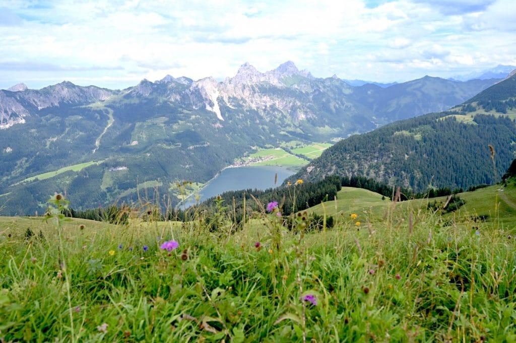 tannheimer tal wandern 1 1024x681 - Tannheimer Tal: Wandern, Hütten & Seen in Tirol