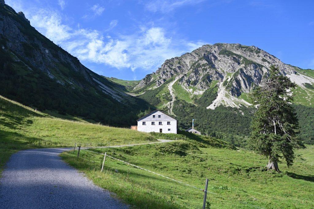 tannheimer tal wandern 16 1024x681 - Tannheimer Tal: Wandern, Hütten & Seen in Tirol