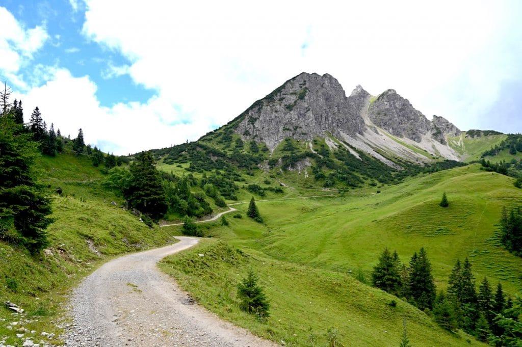 tannheimer tal wandern 21 1024x681 - Tannheimer Tal: Wandern, Hütten & Seen in Tirol